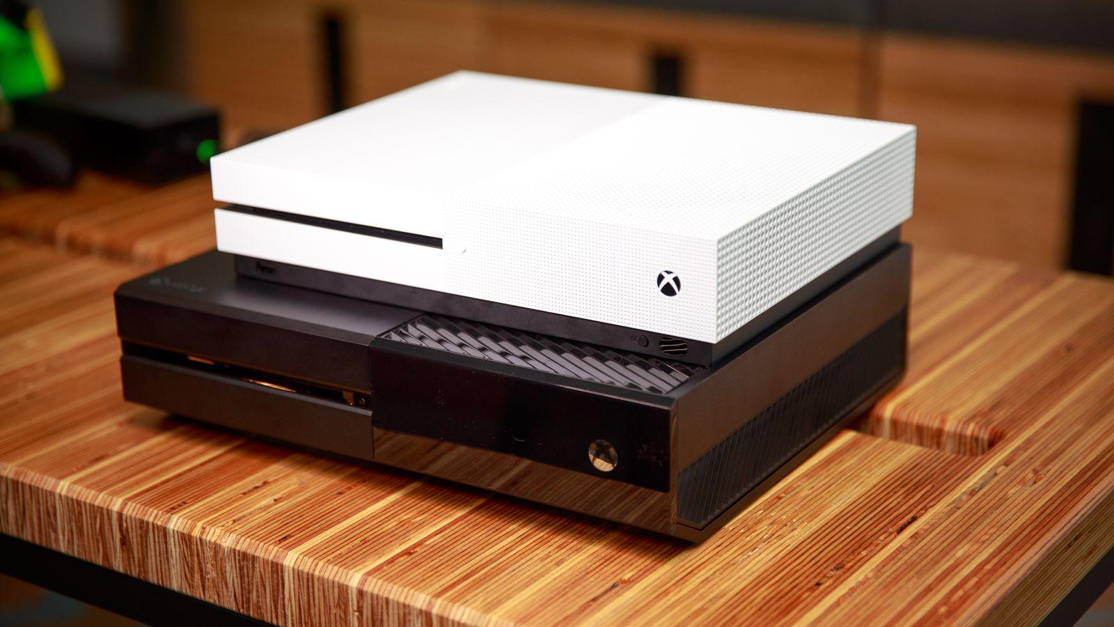 Microsoft показала новые контроллеры для Xbox иPC