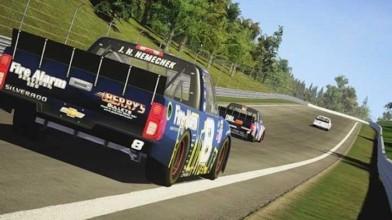 Расширенный трейлер с гонками на грузовике по грунтовому овалу в NASCAR Heat 2