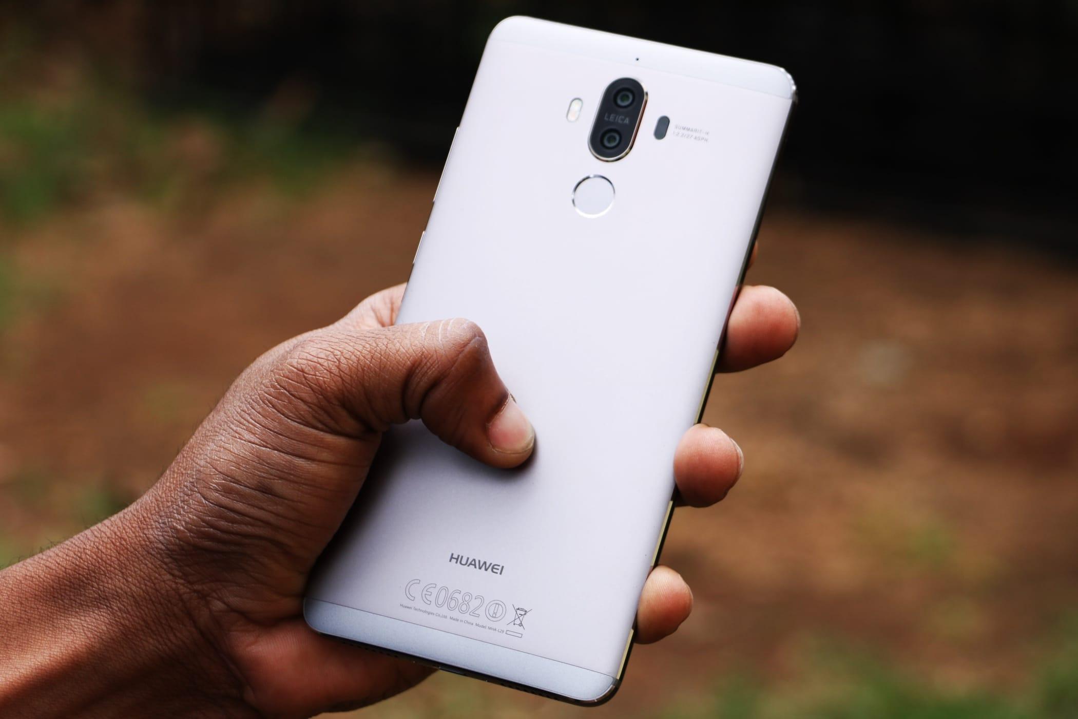 Размещены новые живые фото телефона Huawei Mate 10 Pro