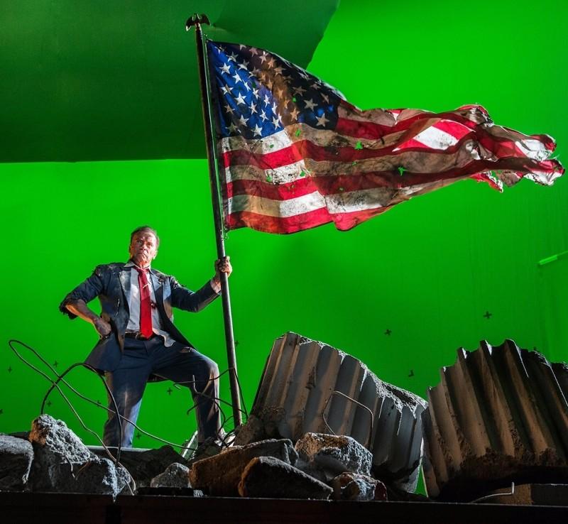 "Шварценеггер предстал в образе крутого президента США на закадровом фото ""Кунг-Фьюри 2"""