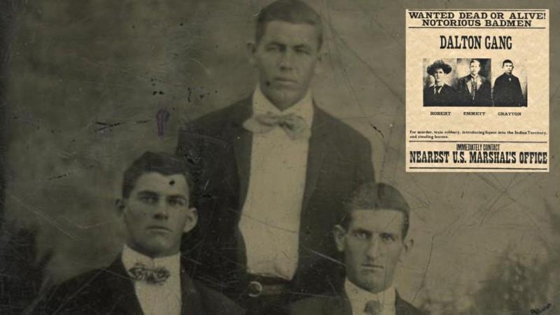 Братья Далтоны: Грат и Боб (сидят), Эммет (стоит за ними)