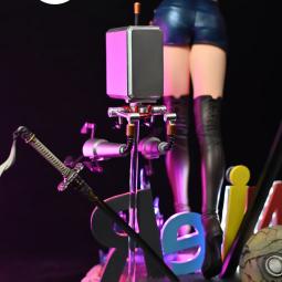 Анонсирована неоновая фигурка YoRHa No.2 Type B, на которой она надувает жвачку