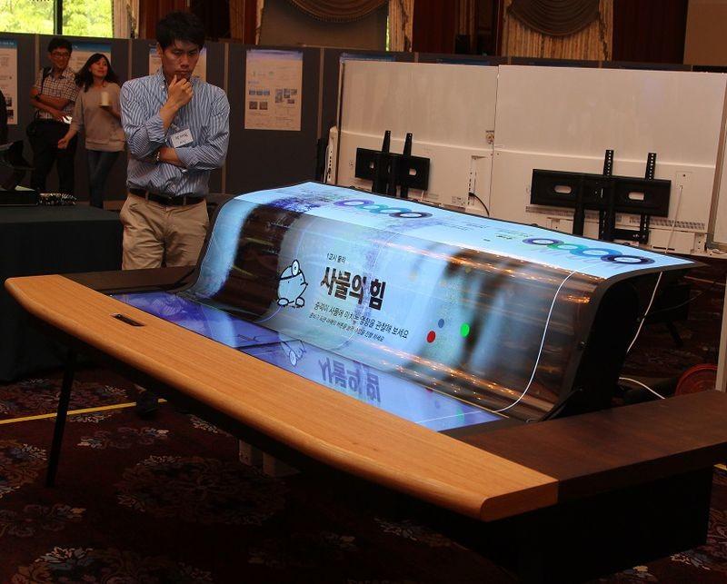 LGDisplay презентовала гибкий ипрозрачный 77-дюймовый экран