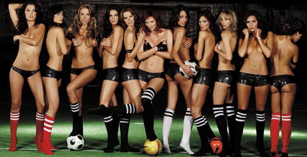 Голые футболистки и судьи женщины