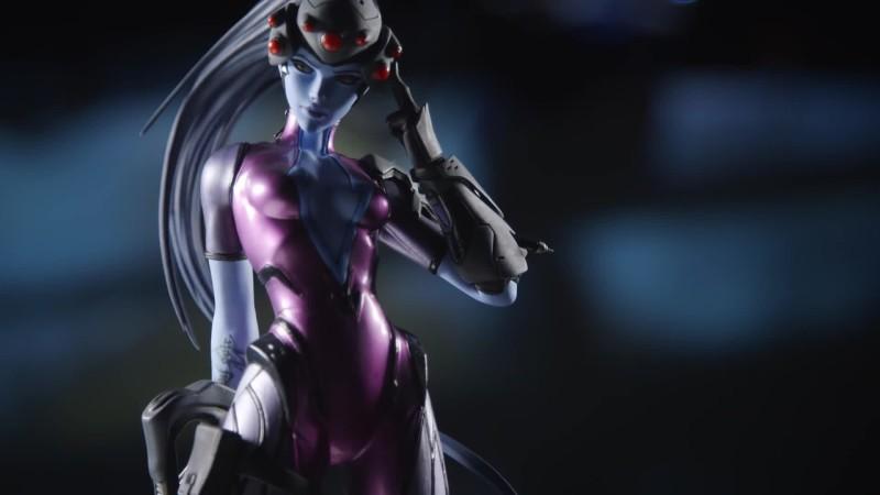Реклама фигурки Вдовы из Overwatch