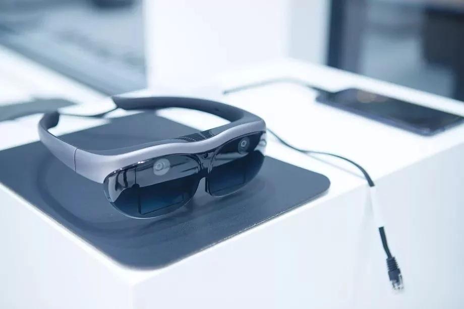Дебютировали очки дополненной реальности VivoAR