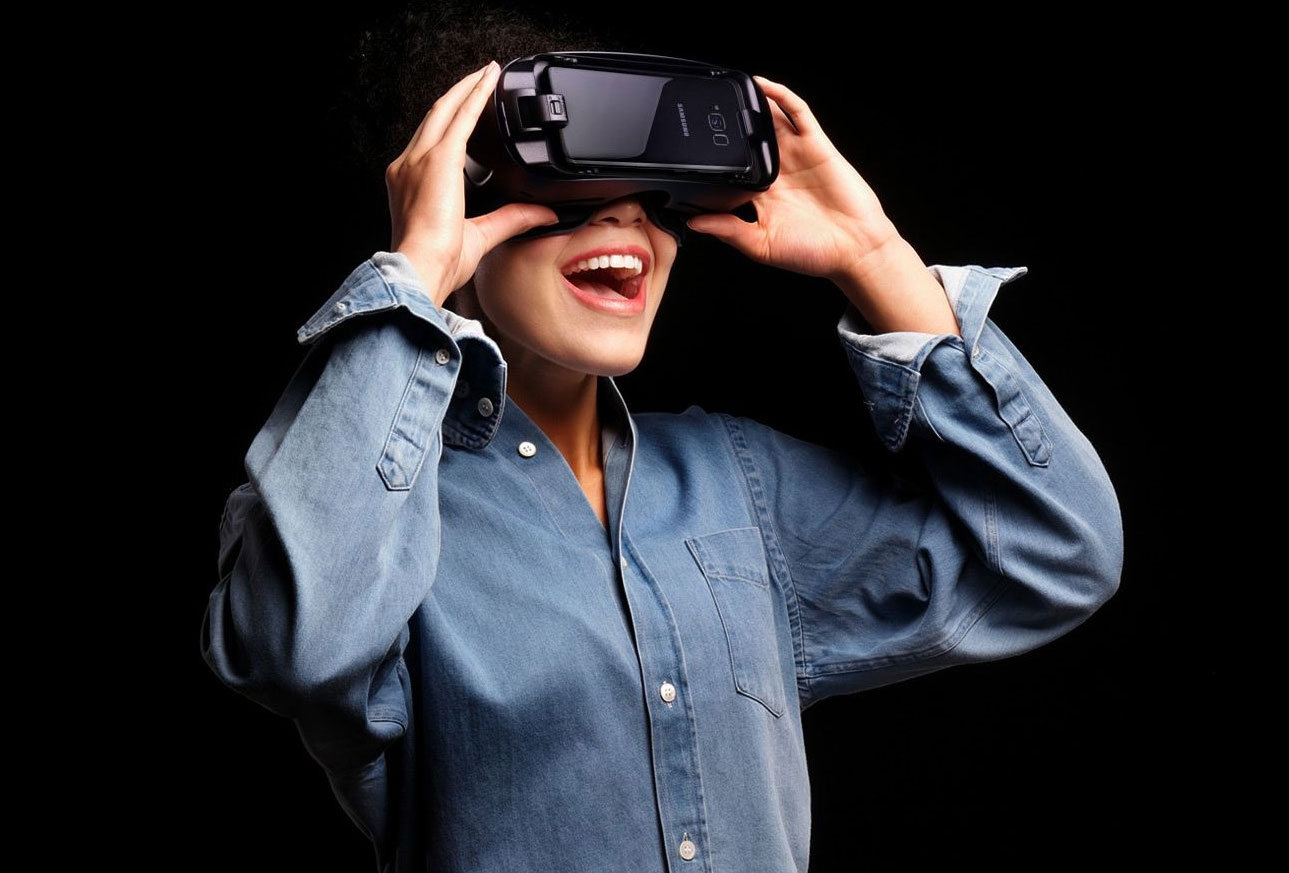Самсунг официально представил новейшую панорамную камеру Gear 360