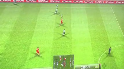 "PES 2009 ""GC 2008: Red vs. Blue Gameplay (Cam)"""