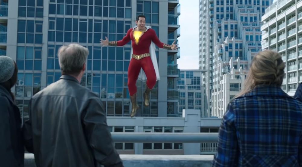 """Закари Ливай и Марк Стронг летают над городом в китайском трейлере фильма """"Шазам!"""""""