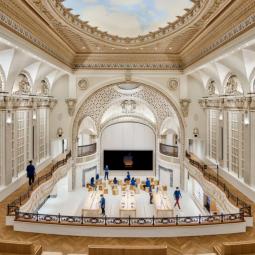 Apple открыла магазин в собственноручно отреставрированном кинотеатре 1927 года
