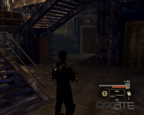 Не забудьте заглянуть за дверь под лестницей