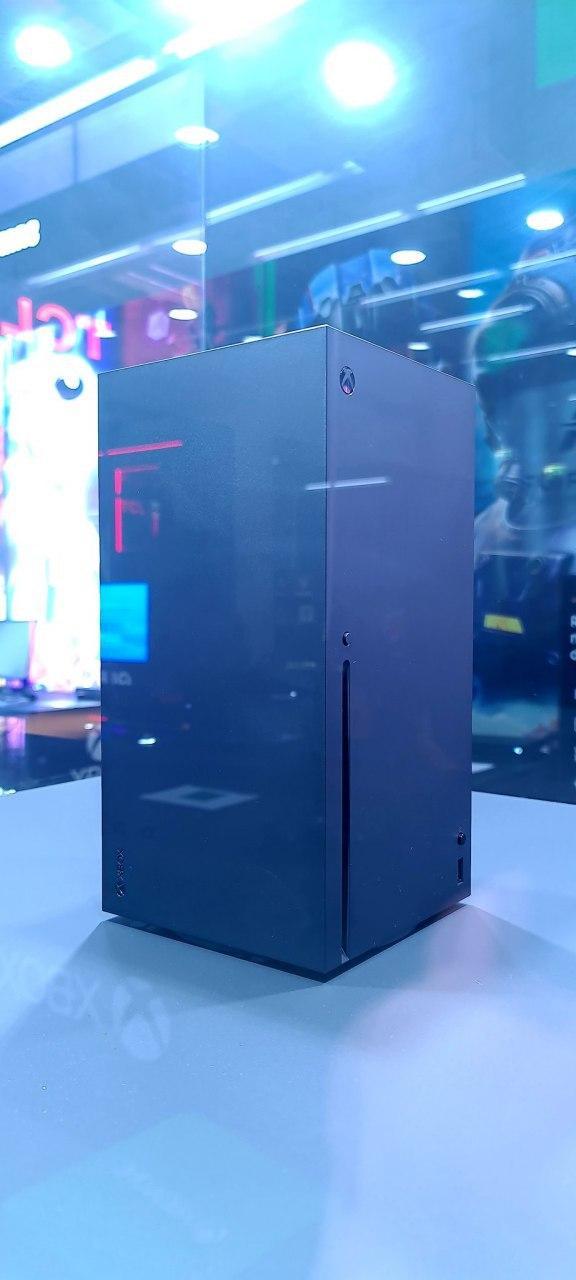 Чёрная башня: Мощную консоль Xbox Series X показали вживую
